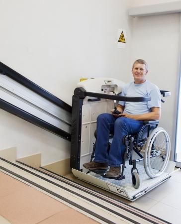 ein treppenlift f r den rollstuhl mehr mobilit t und lebensfreude. Black Bedroom Furniture Sets. Home Design Ideas