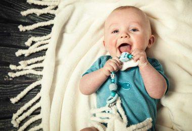 So können Sie die Schmerzen Ihres zahnenden Babys homöopathisch lindern