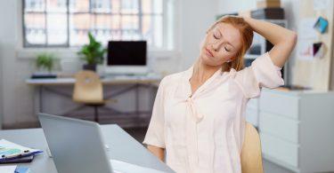 Nutzen Sie diese schnellen Übungen gegen Nackenverspannungen
