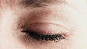 Chronisches Lidzucken: Gehen Sie der Ursache auf den Grund