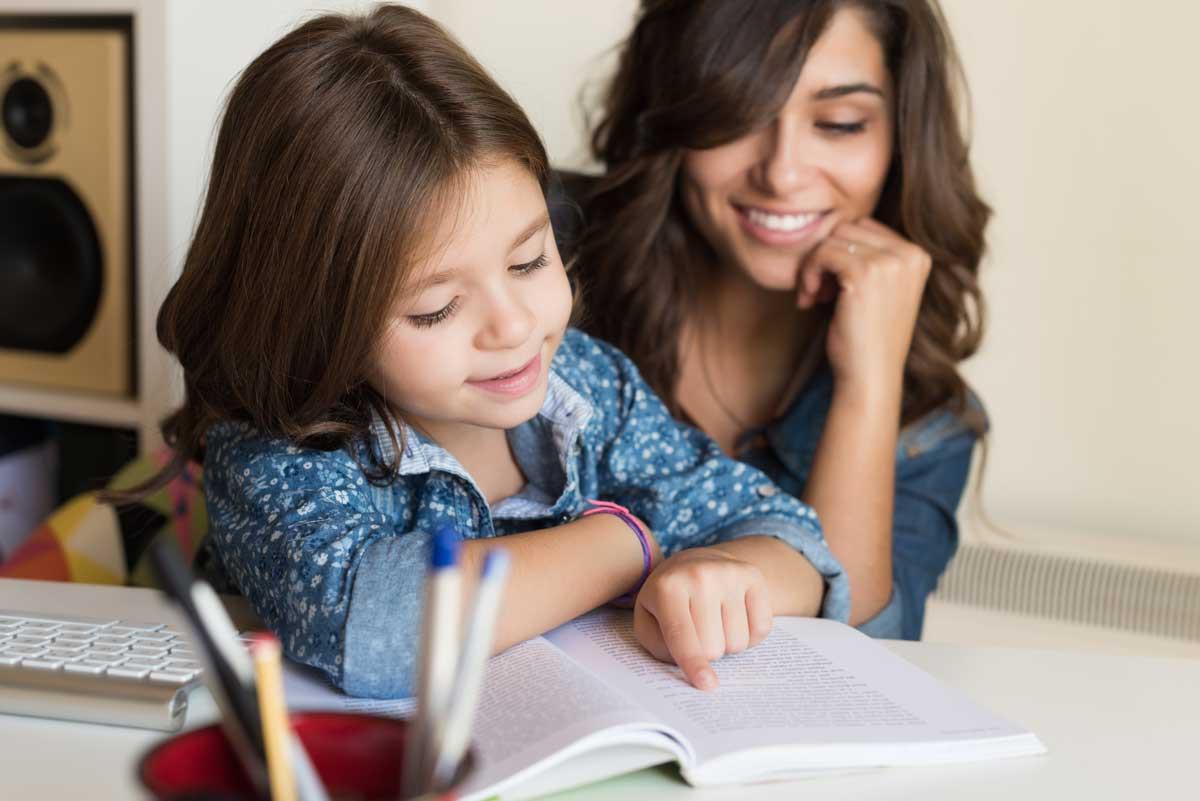 Wie viel sollten Eltern bei den Hausaufgaben helfen?