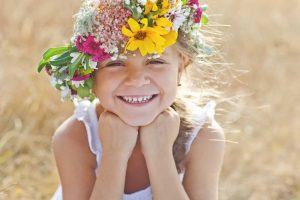 Schmuck basteln mit Kindern - 5 preiswerte Ideen