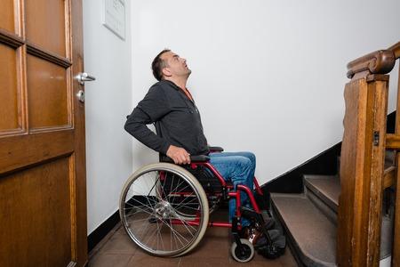 Der Treppenlift für Behinderte: Infos zu Einbau und Finanzierung