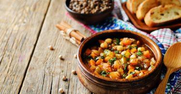 So bereiten Sie eine mexikanische Kichererbsensuppe zu