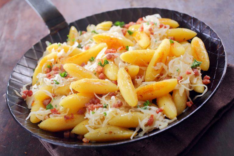 So bereiten Sie Indische Kartoffelnudeln mit Zucchini zu