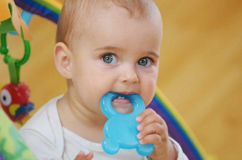 Wenn Babys Zahnen: 11 Tipps, die wirklich gegen Schmerzen helfen