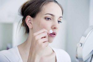2 bewährte Möglichkeiten, um Lippenherpes zu behandeln