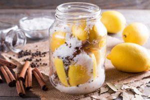 So nutzen Sie orientalische Salzzitronen als Würzmittel