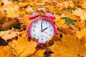 Winterzeit: 2 einfache Maßnahmen, wie Sie die Zeitumstellung besser bewältigen