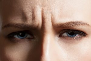 So bekämpfen Sie Falten von innen: 4 wirkungsvolle Mittel