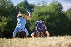 In 5 Schritten mit dem Purzelbaum die Motorik bei Kindern fördern