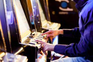 Spielautomaten vs. Sportwetten - worin liegt ein höheres Suchtpotenzial?