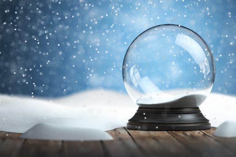 Weihnachtliche Bastelidee: Mit Kindern eine eigene Schneekugel basteln