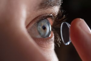 Bifokale Kontaktlinsen: Trotz Alterssichtigkeit auf eine Brille verzichten