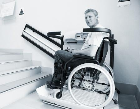 Der Plattformlift – die praktische Mobilitätshilfe für Rollstuhlfahrer