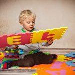 15 angemessene Spielideen für Ihr krankes Kind