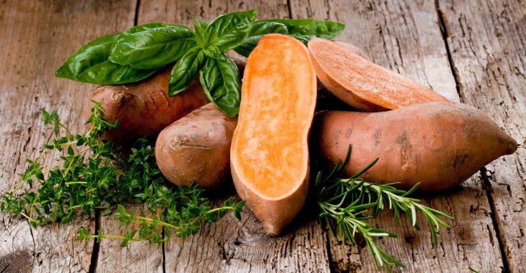 So kommen Sie mit einer leckeren Süßkartoffelsuppe mit Mango in nur 4 Schritten fit in den Frühling