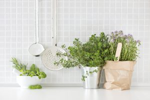 Warum diese 6 Küchenkräuter auf Ihrer Fensterbank nicht fehlen sollten