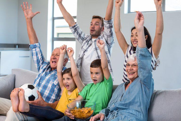 Diese 7 Regeln klären, wie Kinder abends Fußball schauen
