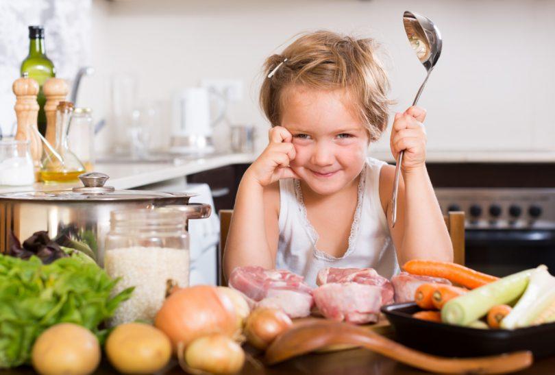 Veganes Schulessen: Wieso unsere Kinder weiterhin Fleisch serviert bekommen sollten!