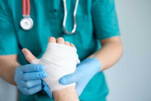 Verletzungen behandeln – was ist zu tun?