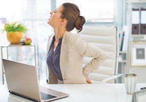 Rückenschmerzen: Dehnübungen für Büromenschen