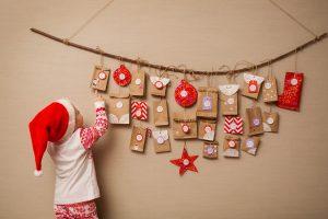 So einfach und günstig basteln Sie einen Adventskalender für Ihr Kind