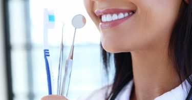 So pflegen Sie Zähne und Zahnfleisch optimal