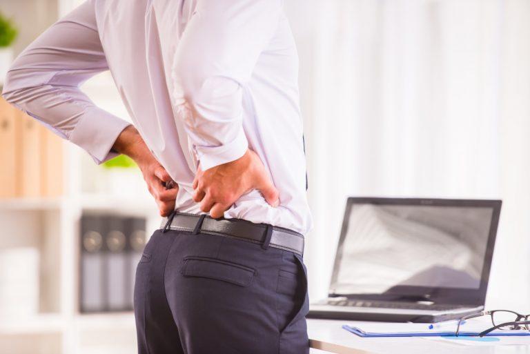 Wie Sie Rückenschmerzen am Arbeitsplatz verhindern
