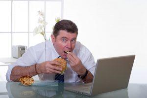 Essen am Arbeitsplatz: Eine Regelung ist nur mit Betriebsrat möglich
