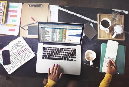 So setzen weisen Sie Excel-Tabellenfeldern Auswahllisten zu