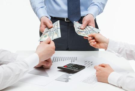 Dürfen Sie Urlaubsgeld mit dem Mindestlohn verrechnen?