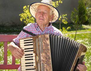 Instrument lernen im Alter: Sinnvoll oder nicht?