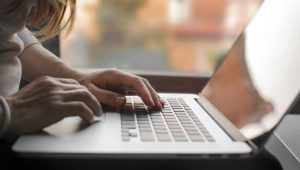 So aktivieren oder erstellen Sie auf ihrem Mac Tastaturkürzel