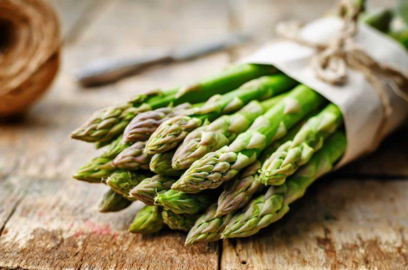 Sommerrezept für selbstgemachte Teigtaschen mit Estragon und grünem Spargel – So einfach geht's