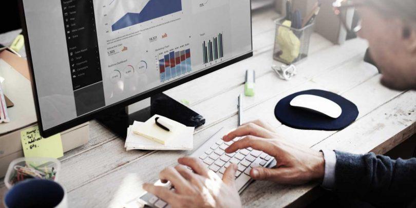 Excel: Datum und Wochentag übersichtlich in einer Zelle anzeigen