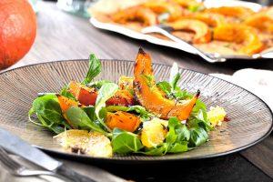 So zaubern Sie einen Salat mit Spaghettikürbis und Orangen