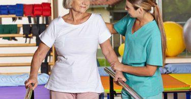 Behandlung des Schlaganfalls: Kombination aus Notfalltherapie und Rehabilitation