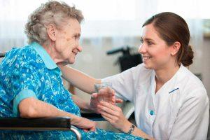 Wie funktioniert eine stundenweise Seniorenbetreuung zu Hause?