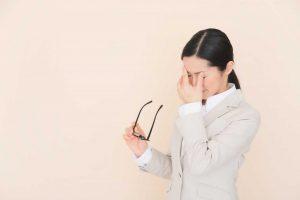 Nervöses Augenzucken durch Stress: Was können Sie tun?