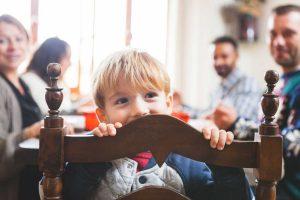 Weihnachtsspiele für Kinder lockern Familienfeiern auf
