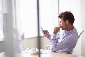 Handyverbot im Unternehmen: Ohne Betriebsrat geht es nicht