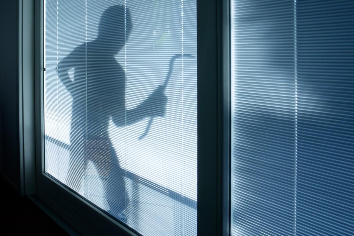 Einbrecher im Haus – Was Sie auf keinen Fall machen sollten