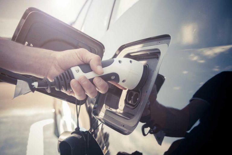 Eigentümer kann keine Ladestation für Elektroauto verlangen – aber bald!