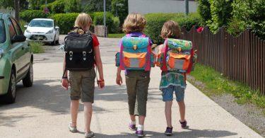 Einschulung: Wie mache ich mein Kind fit für den Schulweg?