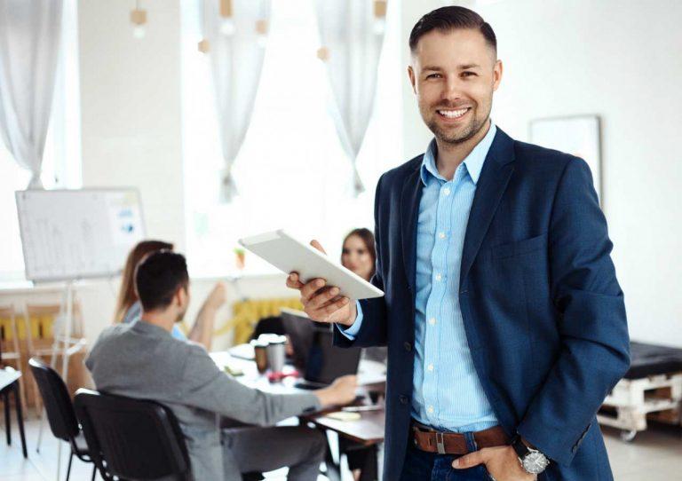 Wie Männer mit der Rangordnung im Büro umgehen