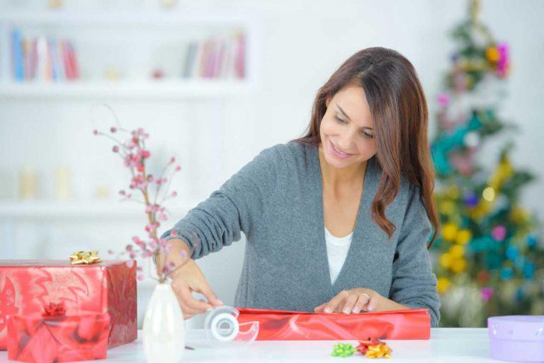 So können Sie Geschenkpapier mit Kindern selbst herstellen
