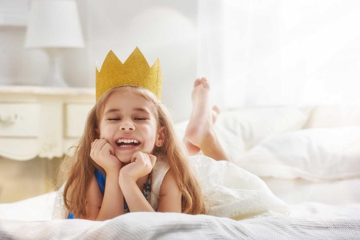 Wie Sie eine Prinzessinnen-Krone oder ein Diadem basteln