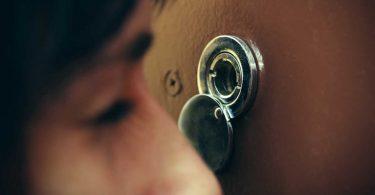 Türspion mit Kamera – das geht nicht!