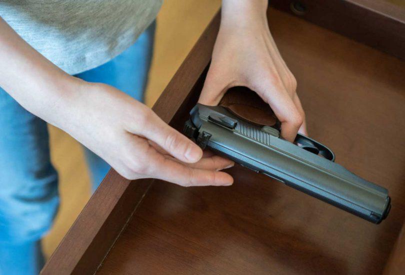 Der Mieter Besitzt Illegale Waffen In Seiner Wohnung Fristlose